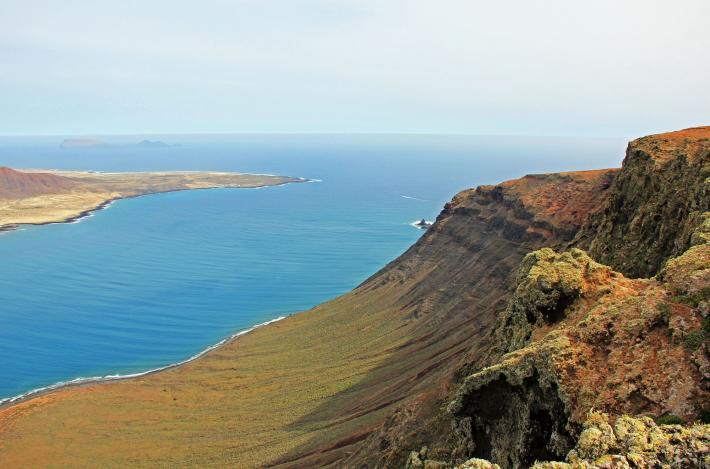 Kanaren_Steilküste Lanzarote.jpg