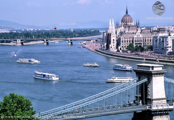 Blick auf das Parlament in Budapest