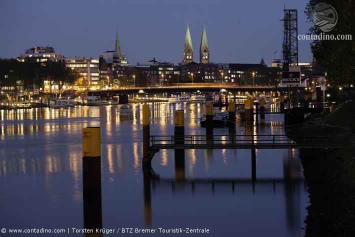 Bremen_Schlachte - Panorama bei Nacht.jpg