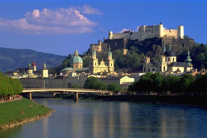 Salzburg_ Blick vom Müllnersteg auf die Altstadt von Salzburg.jpg
