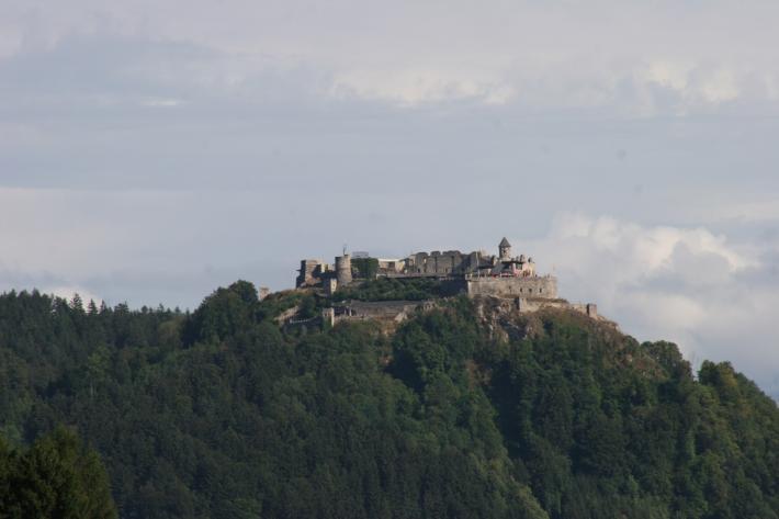 Kärnten_Burg bei Ossiacher-See.jpg