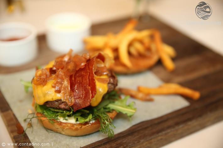 Meatery (Burger mit Bellota Schinken).JPG