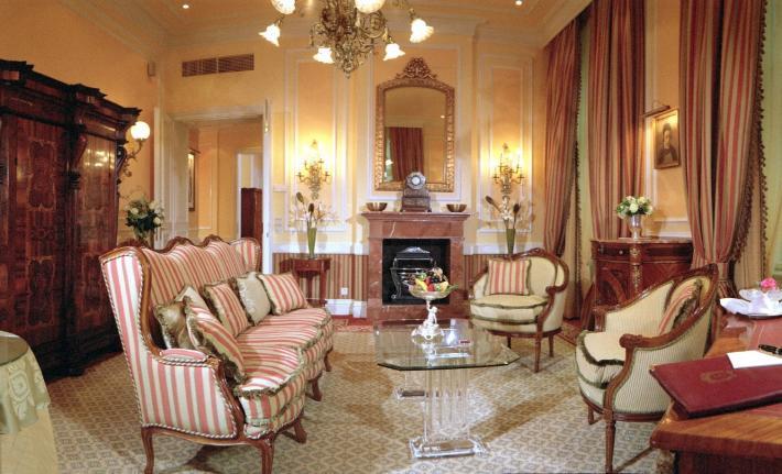 Sacher_La Bohème Suite Salon.jpg