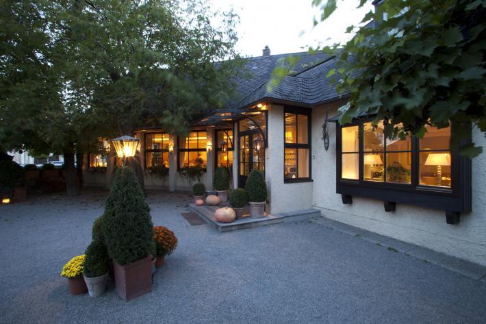 landhaus_am abend-Joerg-Lehmann.jpg