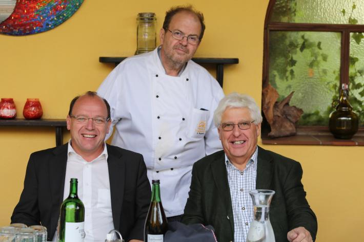 Agrar-Landesrat Andreas Liegenfeld (links), Mauth-Wirt Gerhard Windholz (mitte), Ladesrat i.R. Rittsteuer.JPG