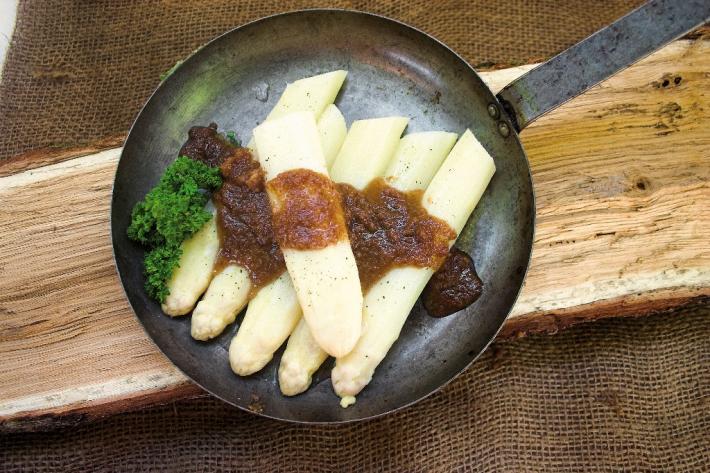 Solospargel mit Butterbröseln