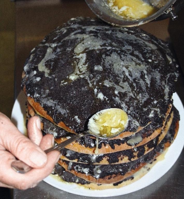 Blattlstock - nach dem Erkalten bildet die herunter tropfende Butter die typischen Eiszapfen