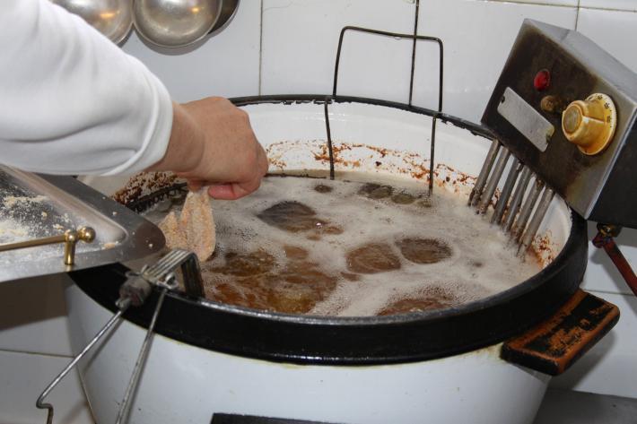 8. alle Teile in heißem Butterschmalz backen