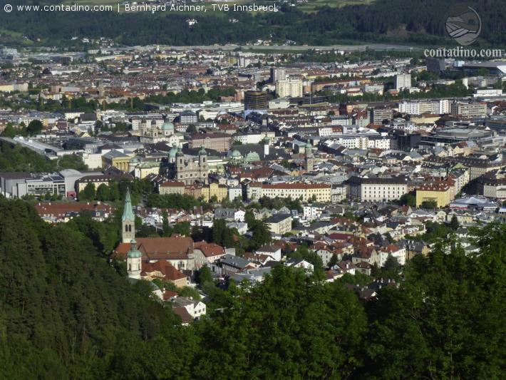 Innsbruck Blick auf Altstadt.jpg