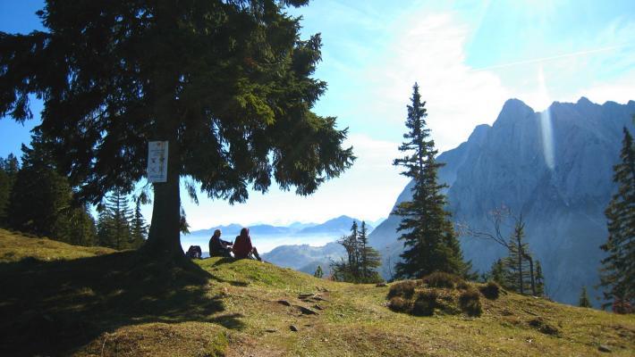 KAM_000879_Wanderer-beim-Rasten_Fotograf-Lukas-Kroesslhuber-.JPG