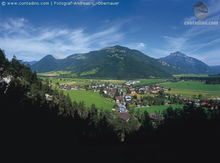 KAM_000267_Ortsansicht-von-Erpfendorf-im-Sommer_Fotograf-Andreas-L.-Obernauer.JPG
