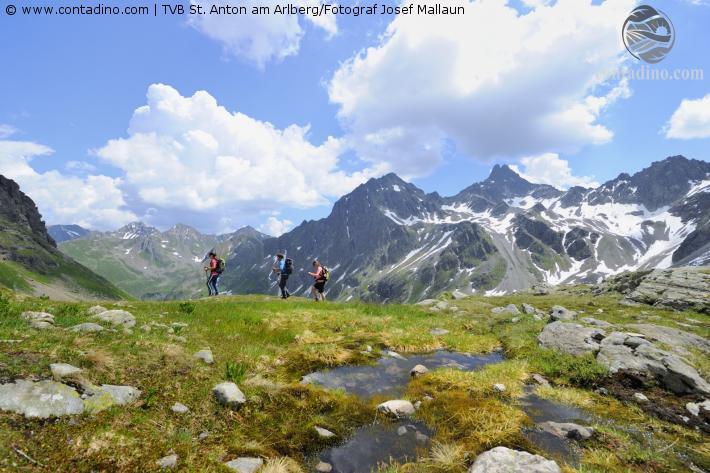 Anton_gewaltigen Bergkulisse.jpg