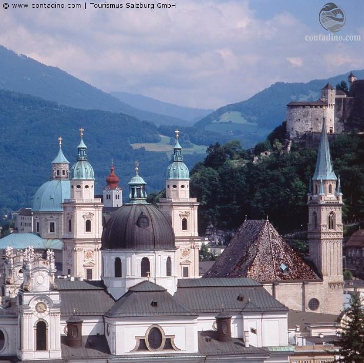 Salzburg_Die Kirchtürme der Kollegienkirche, Franziskanerkirche und des Dom zu Salzburg.jpg