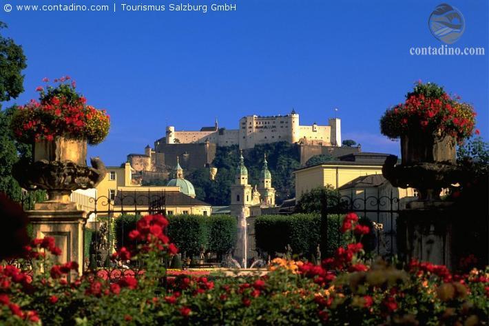 Salzburg_Blick vom Mirabellgarten in Richtung Salzburger Altstadt mit der Festung Hohensalzburg.jpg