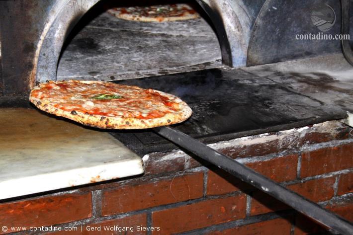 Neapel_Pizza bei Michele (9).JPG
