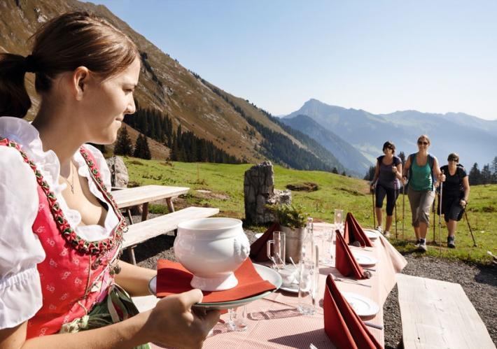 Bregenzerwald_Kulinarisch+wandern+©+Adolf+Bereuter_Bregenzerwald+Tourismus (1).jpg