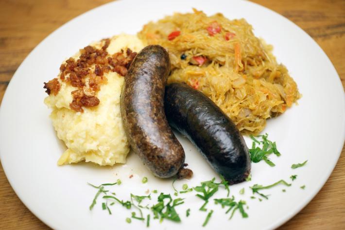 Slowenien_traditional_slovenian_cuisine.JPG