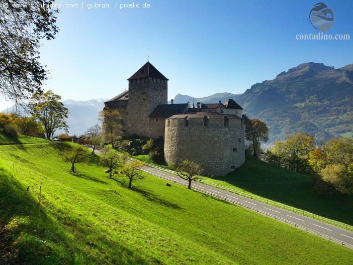 Liechtenstein_Schloss Vaduz.jpg