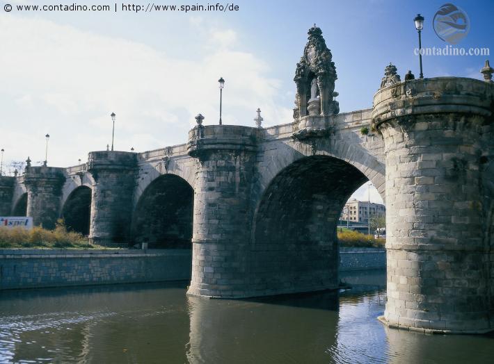 spanien_mad-madrid--puente-de-toledo-2800391.jpg